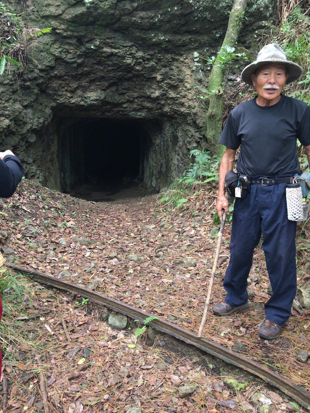小笠原戦跡ツアーのガイド、板長さん